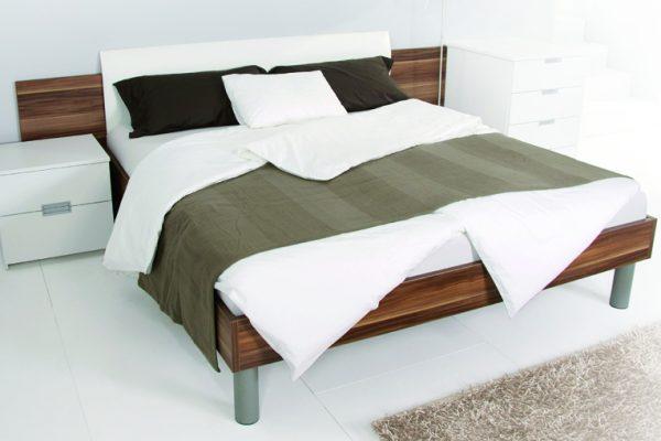 postelja-classic-s-stranico